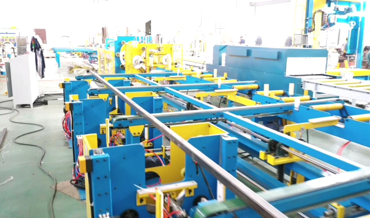 Aluminum profile packing line with tape banding machine