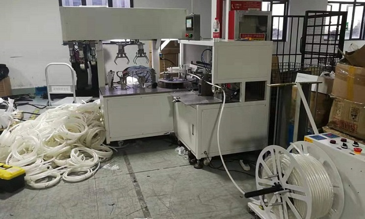 Automatic tube coiling and tying machine