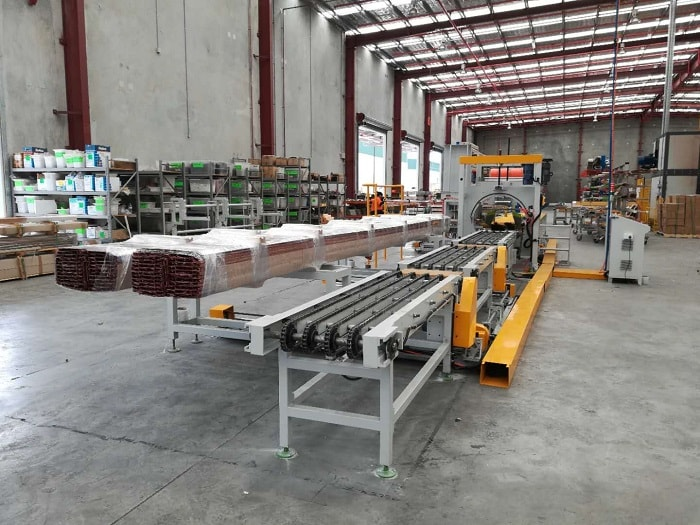 Aluminum profile packing line with timber feeding
