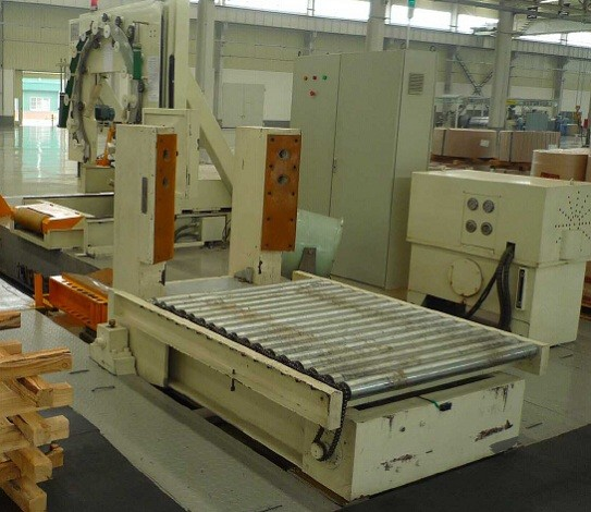 Upender with conveyor